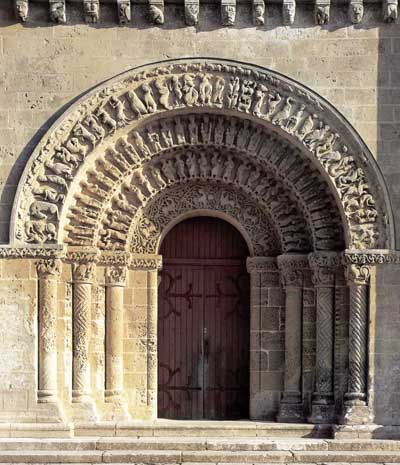 The portal of the Church of St. Peter in Ohe de Saintonge (Aulnay de Saintonge), the Department of Charente Maritime (Charente-Maritime), France.
