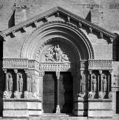 The portal of the Church of St. trophime in Arles (Arles), the Department of Bouches-du-Rhone (Bouches-du-Rhone), France.