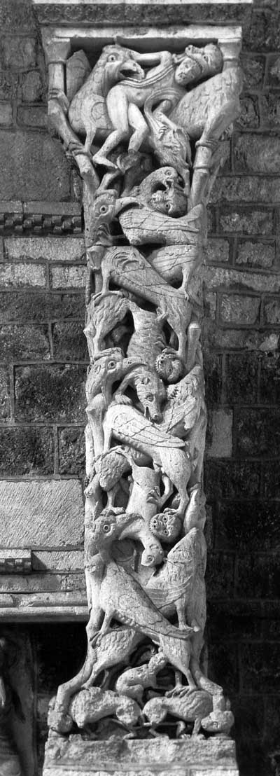 Column in the Church in Souillac (Souillac), Department Lot (Lot), France.