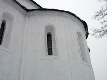 The Church of the Nativity of the virgin in Gorodnya. The window in the apse.