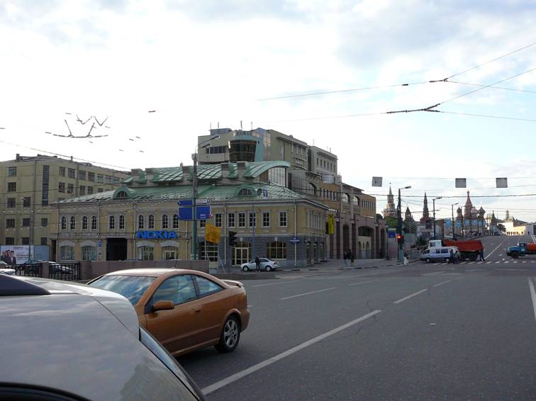 "Formerly there was a full view at Kremlin from Pyatnitskaya and Bolshaya Ordynka streets. But in the early 2000's the business center ""Tsarev Sad"" was built (architect Alexei Vorontsov)."