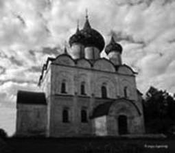 Under the clouds (cathedral in Suzdal)