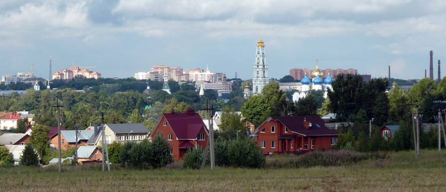 The wide panorama of new buildings has already risen above the Lavra's Dormition Cathedral. Maybe, soon higher than the bell tower rises.