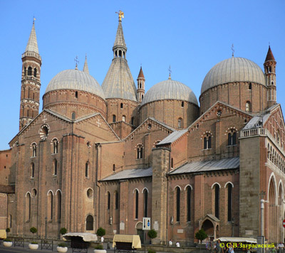 The Romanesque Cathedral in Padua. Above the Central dome was erected decorative tent.