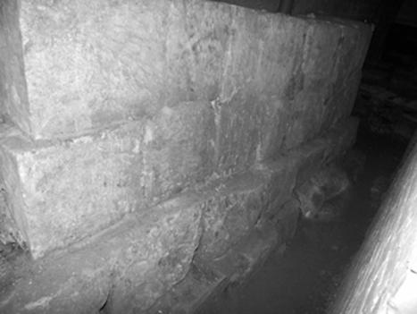 Фрагмент восточной стены южного притвора Успенского собора 1326–1327 годов.